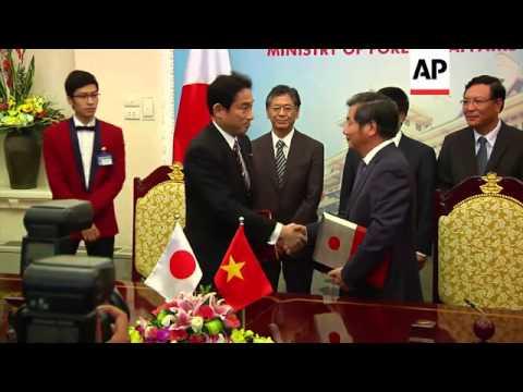 Japanese FM Kishida visits, meets Vietnamese counterpart, offer additional maritime security measure