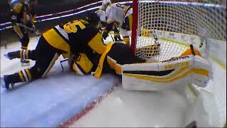 Murray slow to get up after doing the splits into post