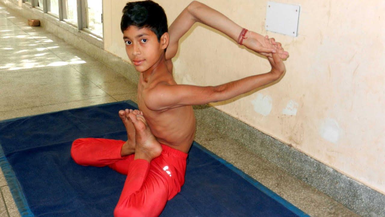 Amazing Indian Elastic Boy - Youtube-4782