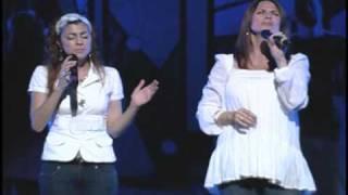 Janna Long  (Avalon)  y Noemi Prado / Revelation/ Woodlands Church
