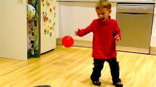 Детский футбол с папой - так весело играть в мяч!