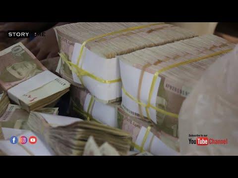 Illegal Money & Prize Bonds Selling on Street at Bolton Market Karachi, Pakistan | Story Time