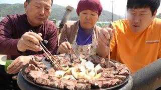 입에 살살 녹는 솥뚜껑 소 안심살 구이! (Grille…