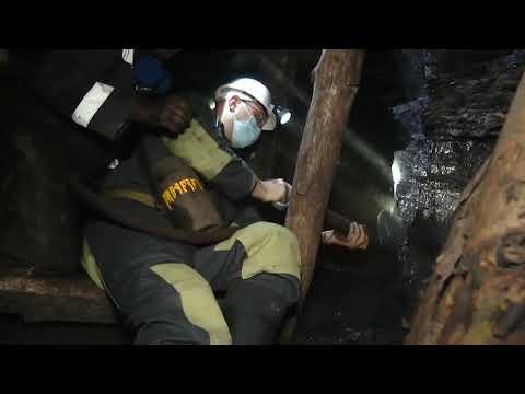Премьер-министр Украины Денис Шмыгаль спустился в шахту.
