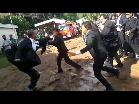 দেখুন বিএনপিপন্থী আইনজীবীরা আদালত প্রাঙ্গণে এই কি করলেন।BNP Lawyers are fighting in court premises