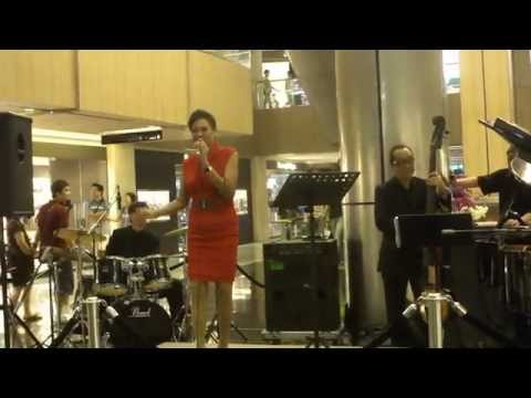 Di Tanjong Katong (Malay song) by Leena Salim @ Paragon - National Day Musical Displays 2011