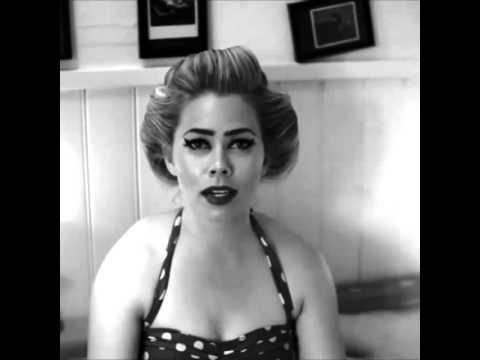 Birgitte Hjort Sørensen singing in Danish❤