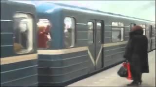 Прикол в метро(, 2015-03-28T09:51:38.000Z)