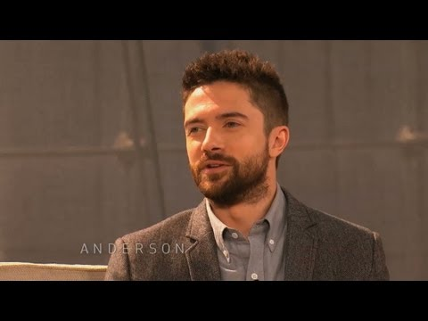 Topher Grace on Meeting Childhood Bully with De Niro Next to Him streaming vf