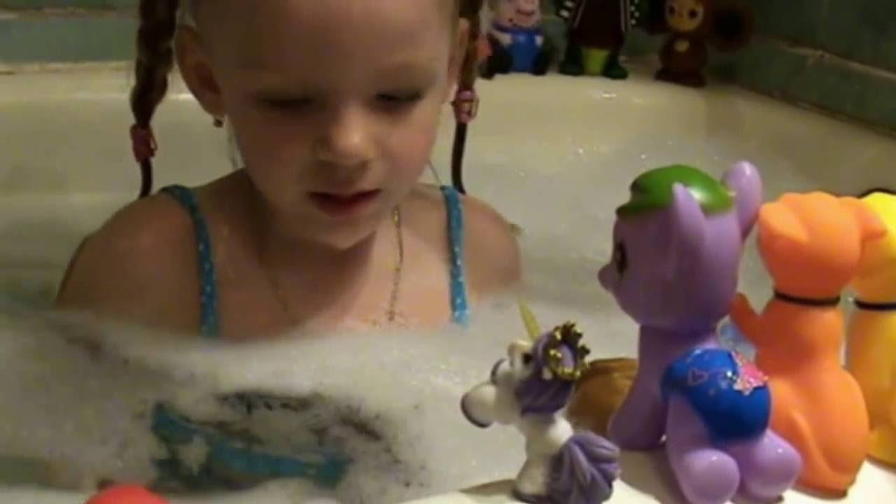играем в ванной,свинка пеппа и игрушки в ванной playing in the bathroom,peppa pig and toys
