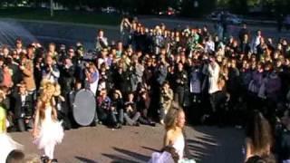Екатеринбург-танцуют невесты.Парад Невест
