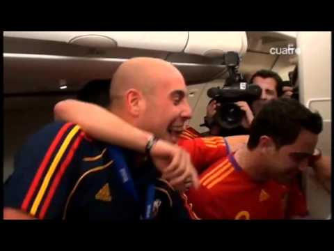 Xavi, Reina and Villa sings for Casillas and his girlfriend