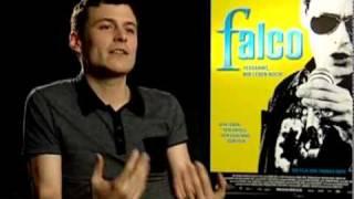 Video Falco im Kino - Interview mit Manuel Rubey (zu Filmpremiere in Deutschland) download MP3, 3GP, MP4, WEBM, AVI, FLV Oktober 2017