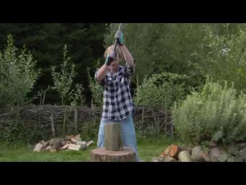 Les Haches GARDENA pour abattre, fendre, élaguer ou couper du bois