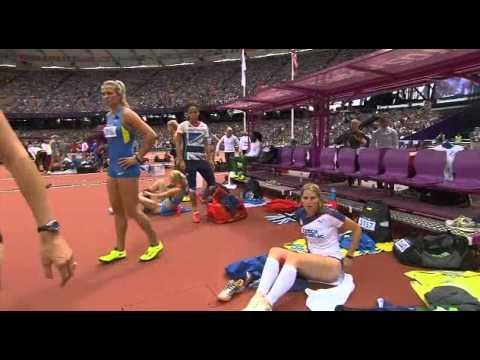 لاعبة تشيكية تغير ملابسها الداخلية أمام الجميع فى أوليمبياد لندن!   فيديو thumbnail