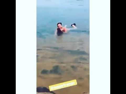 Cantor Leonardo de boa na lagoa, no Rio Xingú Mato Grosso. William filma a minha linguiça kkkkkkkkkk