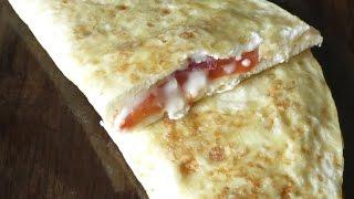 Омлет без молока с колбасой сыром и помидорами пошаговый рецепт