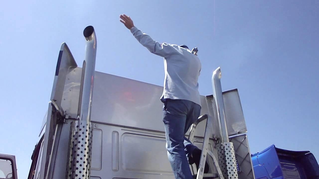 Winnaar decibelcontest staande pijpen @ truckshow flakkee 2012