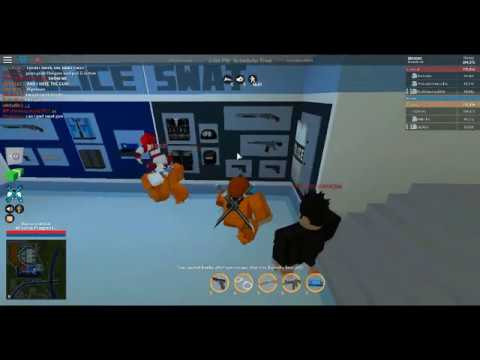 HOW TO GET A FREE SWAT GUN IN ROBLOX...