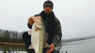 Awesome day at logan Martin lake bass fishing late January on a rainy day