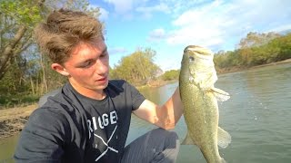 Flipping Jigs Is SICK -- Colorado River Bass Fishing