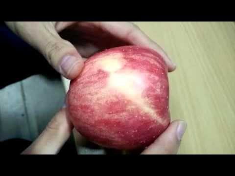 Как чистить яблоко
