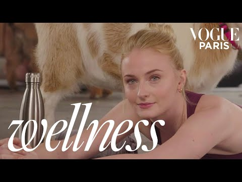 Dark Phoenix star Sophie Turner tries Goat Yoga for the first time | Vogue Wellness | Vogue Paris