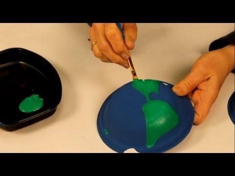 Faire un globe terrestre avec des assiettes en carton