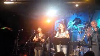 2014年6月2日、渋谷クロコダイルで行われたウクレレ・エイドにて、女...