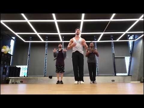 Tujhe Aksa Beach Ghuma Du Song Dancing Tiger Shroff