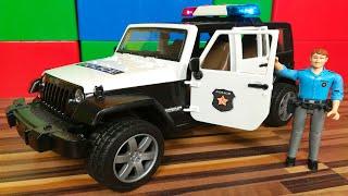 Полицейская Машинка Bruder Джип с Полицейским. Видео про Машинки для Детей 0+