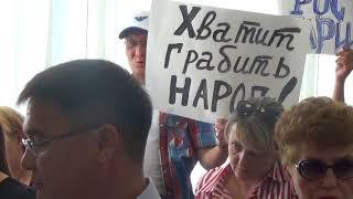 В Уральске протестовали против повышения цены на газ на общественных слушаниях