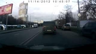 Дебил на мерседесе х224мм 197(Сегодня в 10.44 ехал по Коровинскому шоссе, никому не мешал, впереди горит зеленый, вдруг слева на красный..., 2012-11-14T09:02:21.000Z)