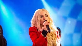 Ava Max performs 39 Sweet but Psycho 39 live