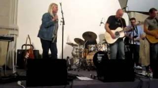Junior with Sally Dastey : Little Bit Of Sunshine (live 2010)