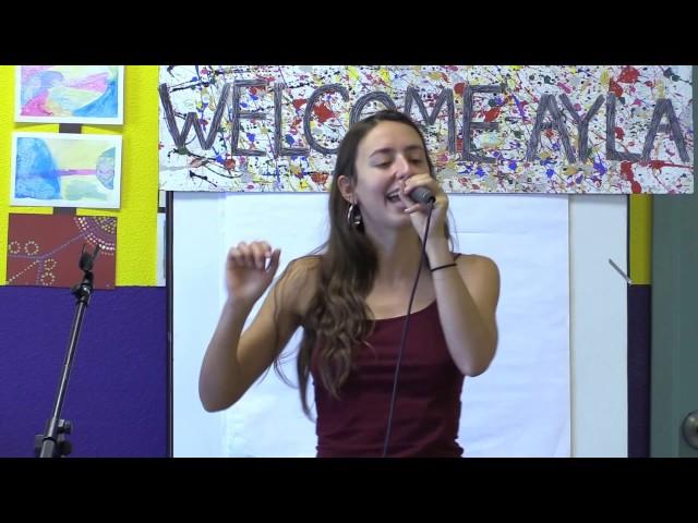 Ayla Nereo Performs