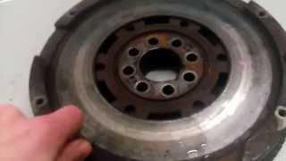 Двухмассовый маховик BMW E39 Неисправный(Двигатель м52ту на ручке. Сильно стучало в районе коробки передач, симптомы были такие: 1) стучит около коробк..., 2014-12-13T18:35:42.000Z)