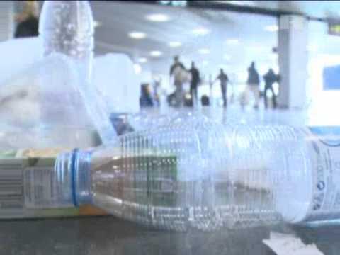 Jan 29, 2013 Spain_Garbage litters Madrid airport as cleaners strike