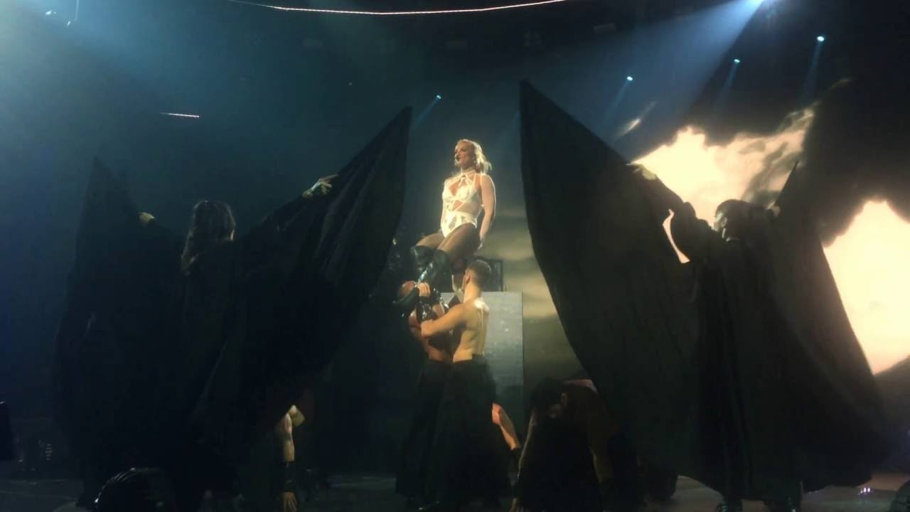 Download Britney Spears - Baby One More Time + Oops!.. I Did It Again (Apple Music Festival 2016)
