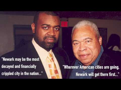Mayor Kenneth Gibson with Ras Baraka, the current mayor of Newark. Gibson died Friday at the age of 86.