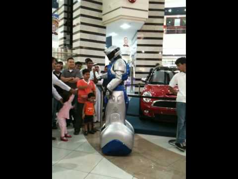 Cool Robot in Al Wahda Mall, Abu Dhabi - MUST SEE!!!