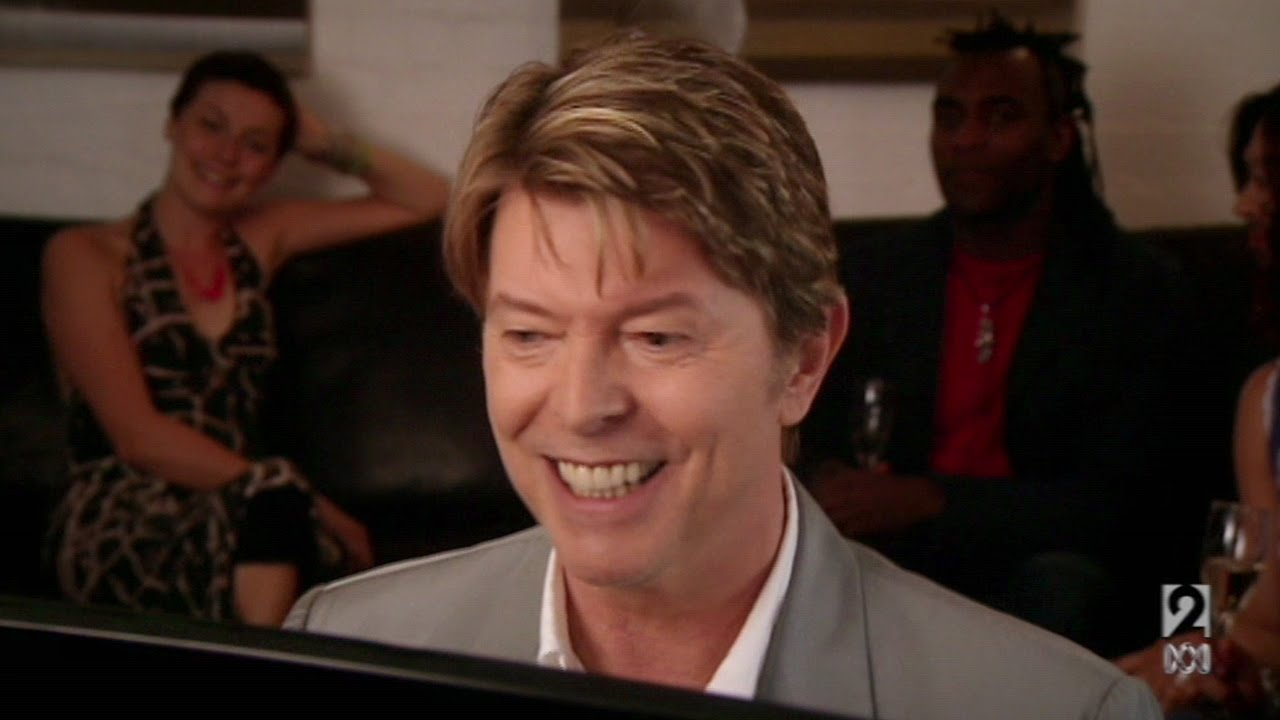 david bowie performs little fat man in extras youtube