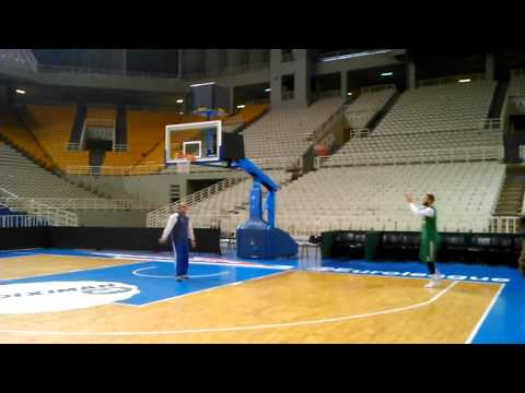 Nikos Pappas shooting hoops
