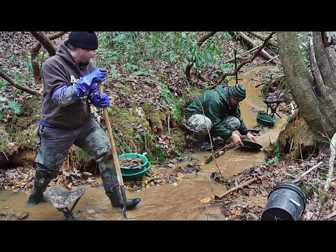 Gold Prospecting and Metal Detecting in the Mountains - quick park hunt, panning and bazooka sluice