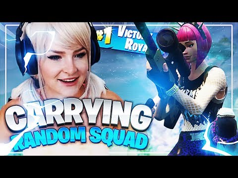 CARRYING RANDOM SQUAD TO A WIN! (Fortnite: Battle Royale) | KittyPlays