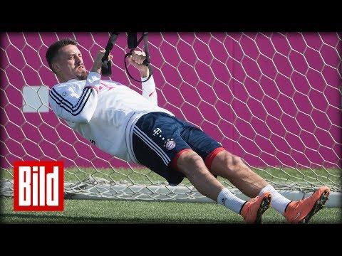 Sandro Wagner trainiert mit dem FC Bayern München in Katar für die  Rückrunde