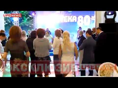 Видео как танцует медведев на встрече выпускников