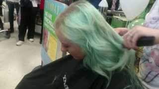 Repeat youtube video Rebecca Rodger Getting Her Head Shaved for Macmillan Cancer Support