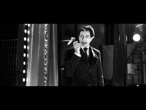 Воскрешенный Адам (Adam Resurrected, 2008) Сцена с цирковым метанием ножа
