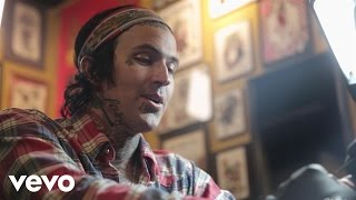 Yelawolf - Whiskey In A Bottle (Behind The Scenes)